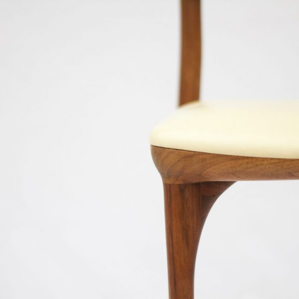 Sumy stolica walnut detail 5
